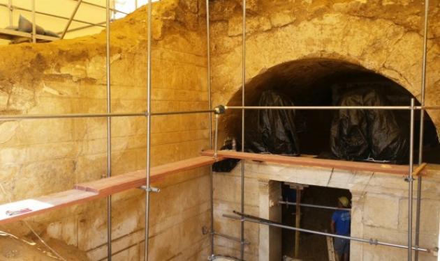 Αμφίπολη: Προσπαθούν να ξεκλειδώσουν το μυστικό της τέταρτης πύλης   tlife.gr