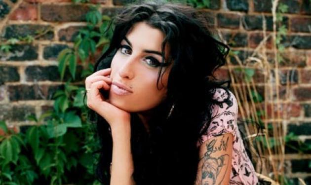 Η Amy Winehouse με μελανιές στο σώμα της! | tlife.gr