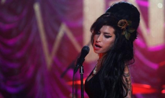 Σε στενό κύκλο και σε άγνωστο μέρος θα αποτεφρωθεί σήμερα η Αmy Winehouse!   tlife.gr