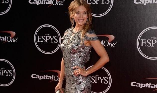 Amy Purdy: Η παραολυμπιονίκης που έχασε τα πόδια της στα 19 της, κλέβει τις εντυπώσεις στο red carpet!