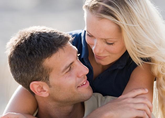 Ένας άντρας μονολογεί… για τα στάδια μιας σχέσης! Ένας κύκλος ζωής… | tlife.gr