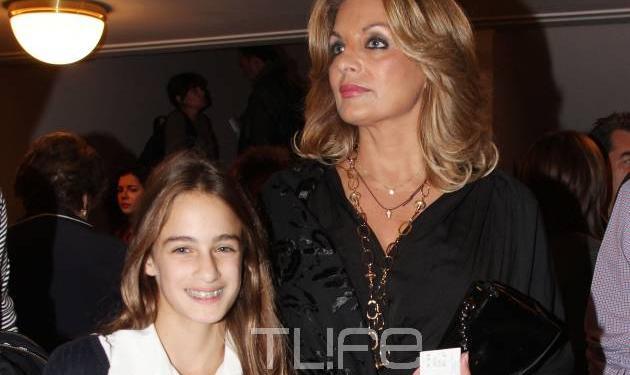 Α. Γκερέκου: Στο θέατρο με την κόρη της Μαρία! Φωτογραφίες