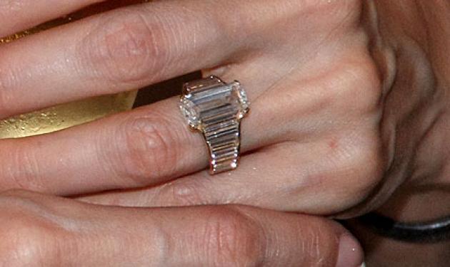 190 χιλιάδες ευρώ, κοστίζει το δαχτυλίδι των αρραβώνων που έδωσε ο Brand στην Αngelina | tlife.gr