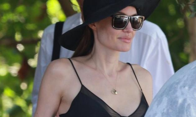Angelina Jolie: Οι πρώτες φωτογραφίες με ντεκολτέ μετά την μαστεκτομή!
