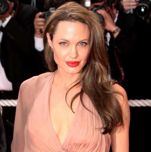 1 | Angelina Jolie: back to vamp