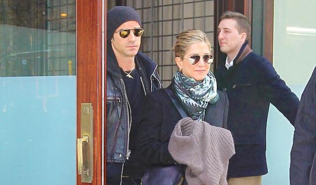 J. Aniston – J. Theroux: Tρυφερές στιγμές στην Νέα Υόρκη και τα σχέδια για γάμο! | tlife.gr