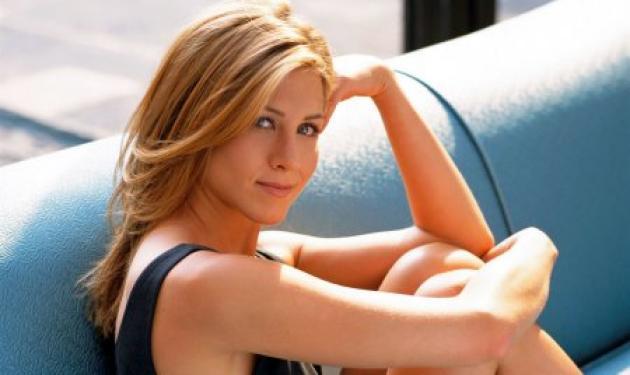 H Aniston δημοπρατεί τον εαυτό της | tlife.gr
