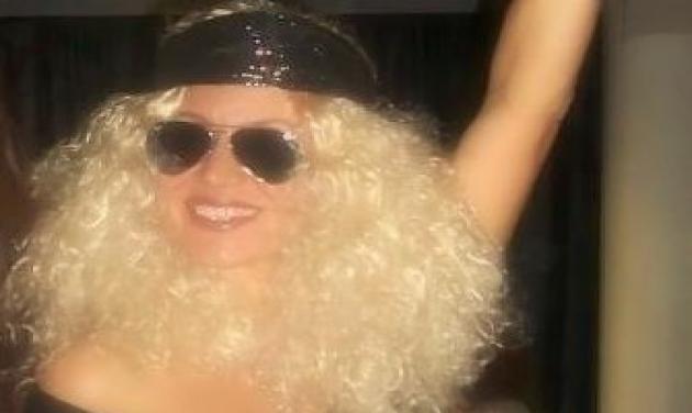 Ποια διάσημη μαμά ντύθηκε σταρ της disco; | tlife.gr