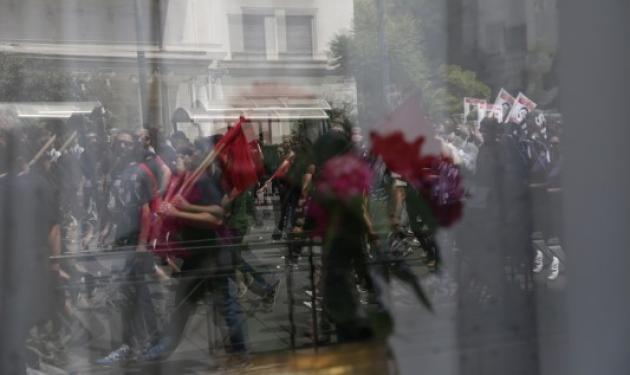 Μαχαίρωσαν 26χρονο στη συγκέντρωση αντιεξουσιαστών στην πλατεία Βικτωρίας
