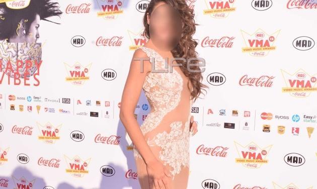 MAD VMA 2015: Ποια τραγουδίστρια εμφανίστηκε χωρίς εσώρουχα στο κόκκινο χαλί;