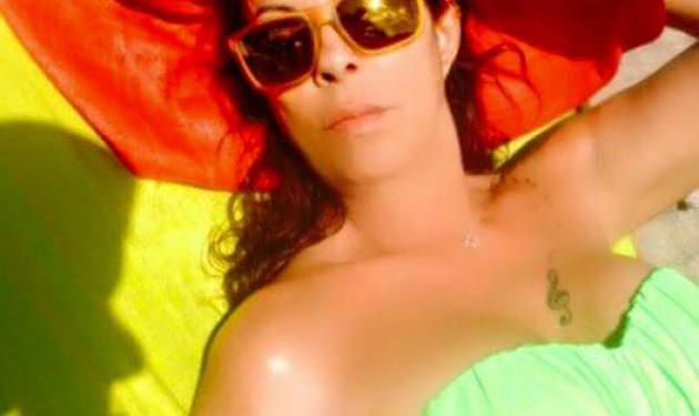Άντζελα Δημητρίου: Εντυπωσιάζει με τις αναλογίες της στην παραλία στα 61 της χρόνια!