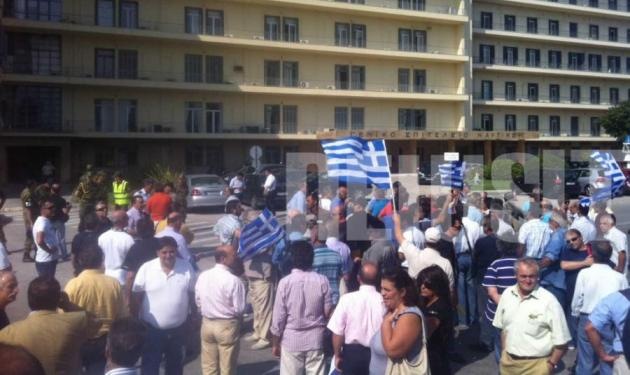 Εισβολή απόστρατων στο υπουργείο Άμυνας – Ξήλωσαν πόρτες και μηχανήματα ελέγχου   tlife.gr