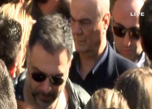 Κηδεία Παντελή Παντελίδη: Ο Γρηγόρης Αρναούτογλου αποχαιρετά τον κολλητό του φίλο! Βίντεο