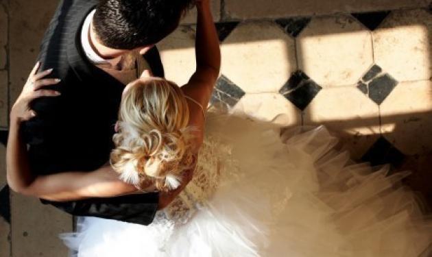 Πάτρα: «Παγίδευσαν» το γαμπρό και ο αρραβώνας τινάχτηκε στον αέρα! | tlife.gr
