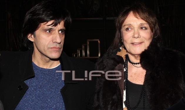 Μπέτυ Αρβανίτη: Δες την λαμπερή κυρία του ελληνικού κινηματογράφου και τον συγγραφέα γιο της σε βραδινή έξοδο!   tlife.gr