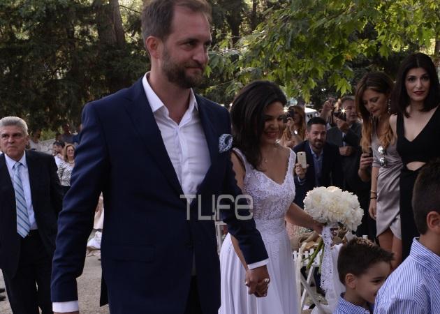 Μαρίνα Ασλάνογλου – Δημοσθένης Πέππας: Οι πρώτες φωτογραφίες από το γάμο τους στη Σκιάθο!