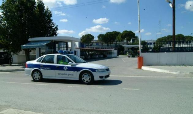 Ληστεία με καλάσνικοφ σε τράπεζα και ομήρους τον διευθυντή και τον υποδιευθυντή! | tlife.gr