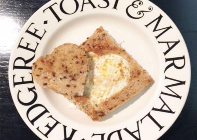Αυγό στο ψωμί
