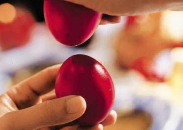 Γιατί βάφουμε κόκκινα αυγά το Πάσχα; | tlife.gr