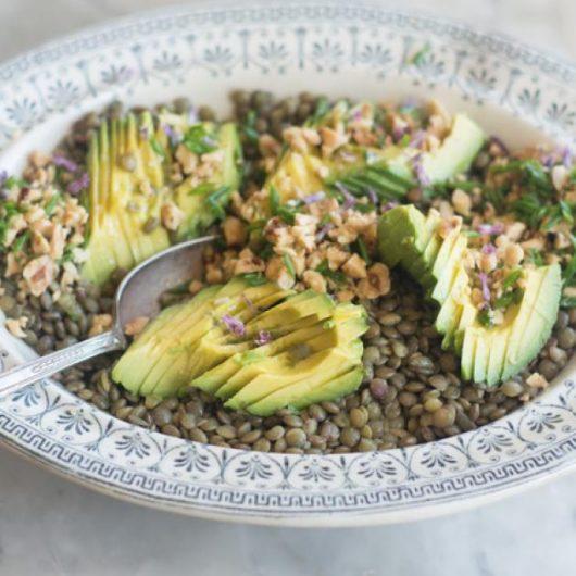 Φακές σαλάτα με αβοκάντο | tlife.gr