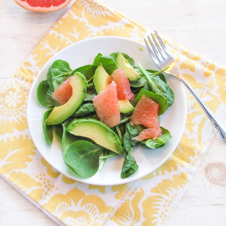 Σαλάτα αβοκάντο με σπανάκι και γκρέιπφρουτ