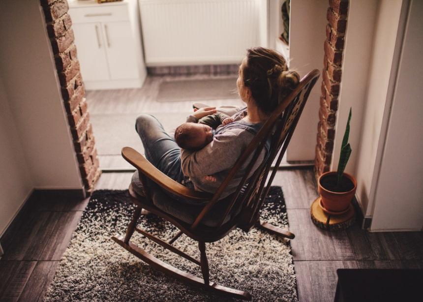 Νανούρισμα: Γιατί είναι σημαντικό να τραγουδάς στο μωρό σου και ποια τα οφέλη του | tlife.gr