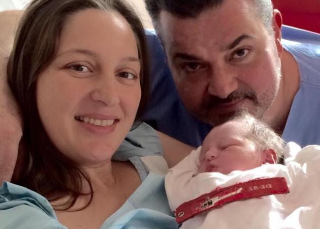 Συγκινεί η φωτογραφία του νεογέννητου γιου του αδικοχαμένου Κώστα Πανανά | tlife.gr