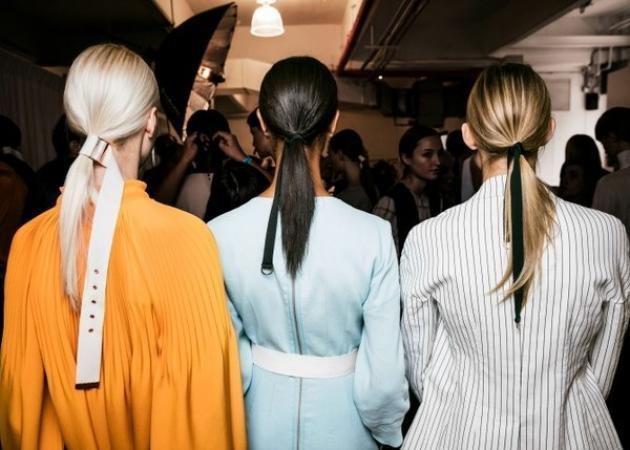 Hair belting! Η ζώνη στα μαλλιά είναι το πιο cool πράγμα που είδαμε στο NYFW!   tlife.gr