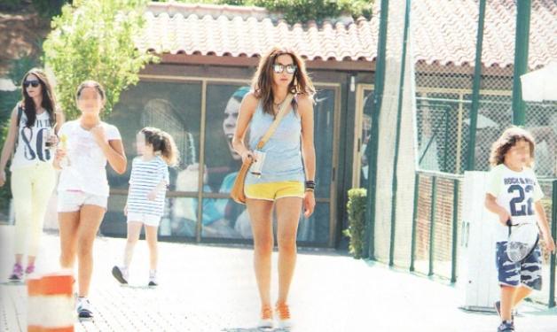 Δ. Βανδή: Μαθήματα τένις με τη Μελίνα και τον Γιώργο!