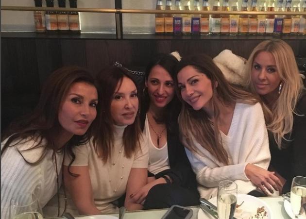 Γωγώ Μαστροκώστα – Δέσποινα Βανδή: Χριστουγεννιάτικο γεύμα με τις φίλες τους!
