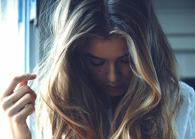 Θυμάσαι πόσο sexy γίνονται τα μαλλιά σου μετά τη θάλασσα; Βρήκαμε το προϊόν που το κάνει!