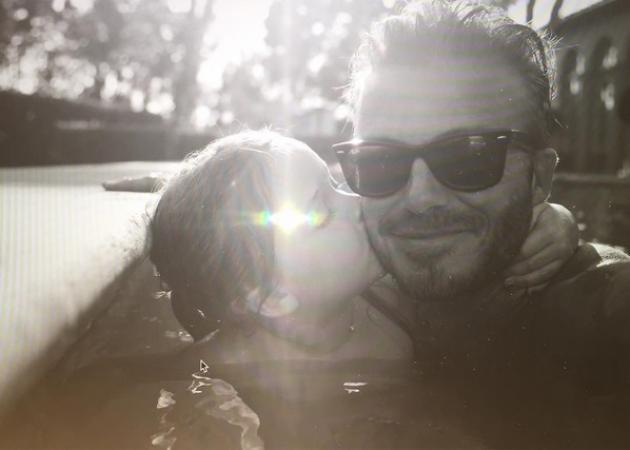 David Beckham: Μας δείχνει τη σκανταλιά της Harper με τα πανάκριβα παπούτσια της μαμάς της! | tlife.gr