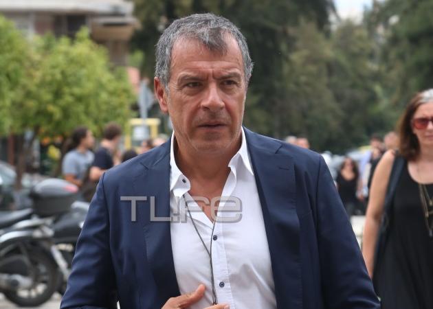 Το στερνό αντίο στον δημοσιογράφο Αλέξανδρο Βέλιο – Πλήθος πολιτικών και δημοσιογράφων στην κηδεία του | tlife.gr