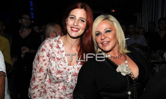 Μπέσυ Αργυράκη: Καμάρωσε στην σκηνή την κόρη της Εβελίνα! | tlife.gr