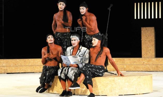 Αποθεώθηκε ο Γ. Μπέζος στο Θέατρο Βράχων! Φωτογραφίες | tlife.gr