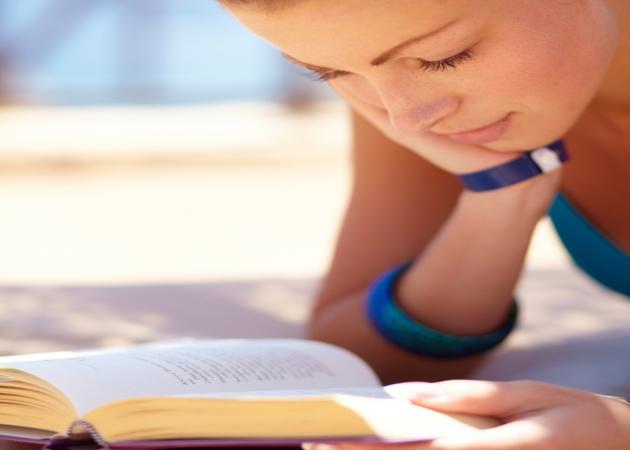 Το νέο trend που ξεπουλάει στις γυναίκες είναι η ερωτική λογοτεχνία. Και ένας άντρας μόλις το έμαθε…