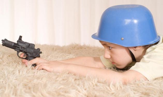 Απίστευτο: πεντάχρονος είχε σφαίρες στη σχολική του τσάντα! | tlife.gr
