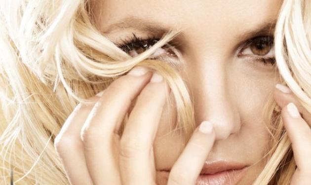 Άκου το νέο τραγούδι της Britney Spears: »Hold it against me!»   tlife.gr