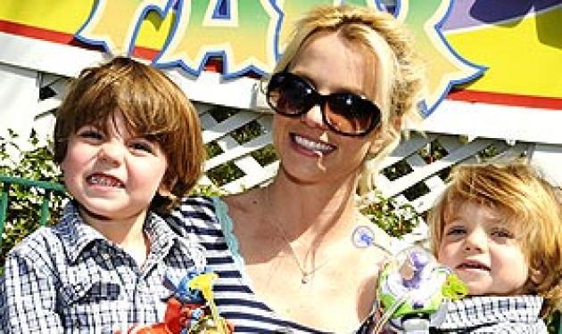 Ανίκανη να προσέξει μόνη της τα παιδιά της η Β. Spears! | tlife.gr