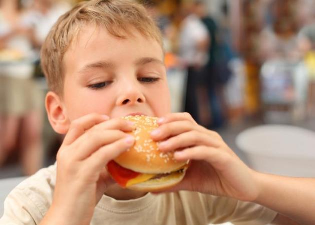 H κακή διατροφή ρίχνει τον δείκτη νοημοσύνης!