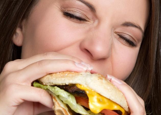 Καταπίεση τέλος! Φάε ό, τι θέλεις, όσο θέλεις… και χάσε κιλά