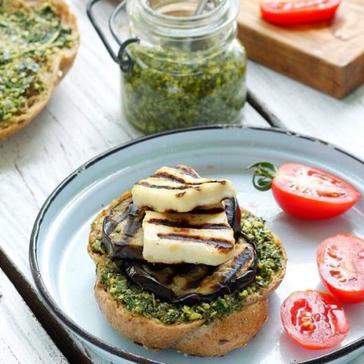 Burger με ψητή μελιτζάνα και pesto μυρωδικών | tlife.gr