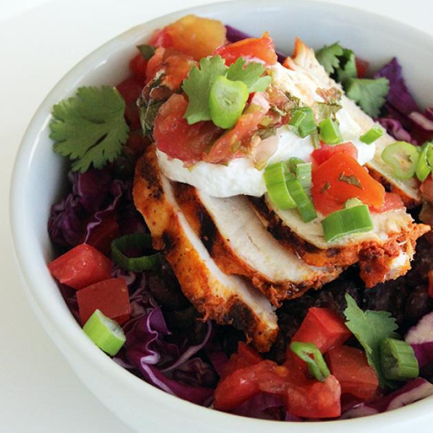 Σαλάτα με κοτόπουλο, γιαούρτι και μπαχαρικά