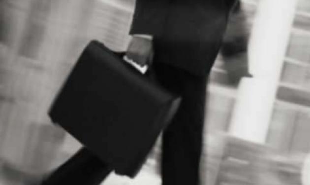 Γύθειο : Επιτέθηκαν σε γνωστό επιχειρηματία την ώρα που επέστρεφε σπίτι του | tlife.gr