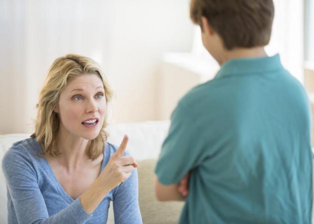 Γονεϊκός θυμός: Ποιοι παράγοντες τον προκαλούν και πώς μπορείς να τον διαχειριστείς | tlife.gr
