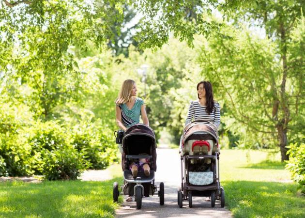 """Βόλτα στο πάρκο: Πώς να """"σπάσεις τον πάγο"""" με τις άλλες μητέρες"""