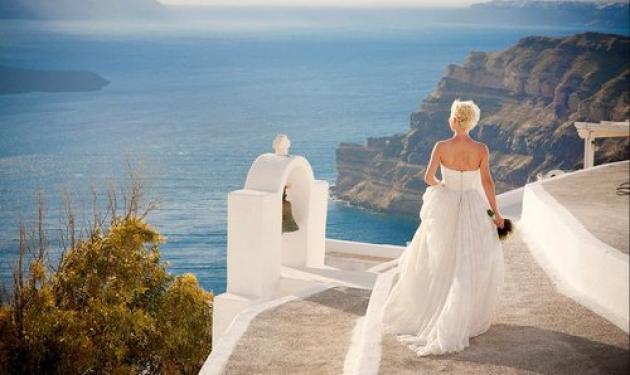 Οι χλιδάτοι γάμοι στη Σαντορίνη αξίας… 200.000 ευρώ!