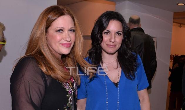 Calliope: Εγκαίνια της έκθεσης φωτογραφίας της με τον σύζυγο της και επώνυμους φίλους κοντά της! | tlife.gr