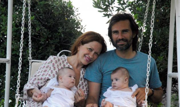 Η φωτογράφος Calliope βαπτίζει τις δίδυμες κόρες της!   tlife.gr