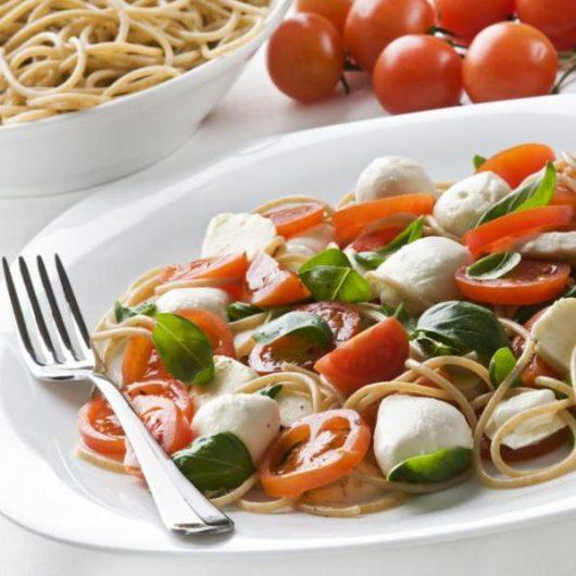 Σαλάτα basil Caprese   tlife.gr